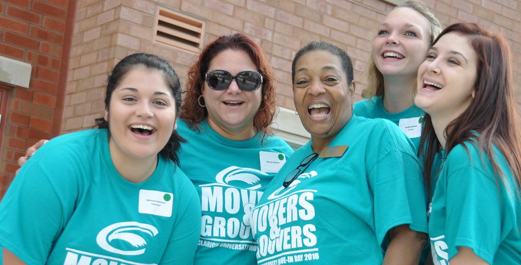 Clarion University movers and grovers help students move in