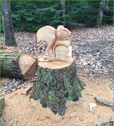 squirrel-carving-on-stump